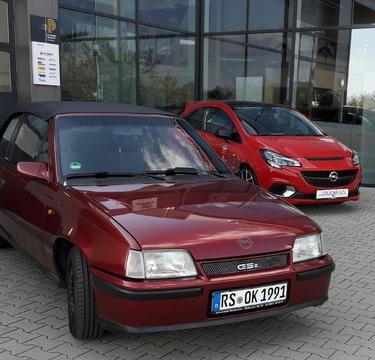 Mein Kadett neben einen etwas neueren Opel :-)